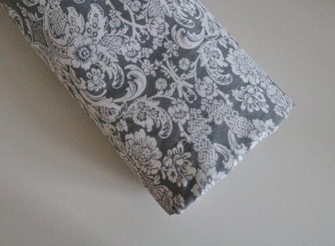 Простынь натяжная  на резинке Сумерки, серая с рисунком,  120Х60 см