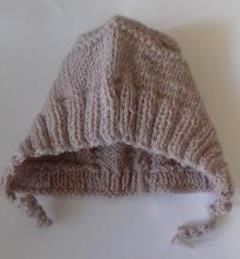 Шапочка вязаная бежевая с завязками, 100%  мериносовая шерсть, на  рост 48-50 см