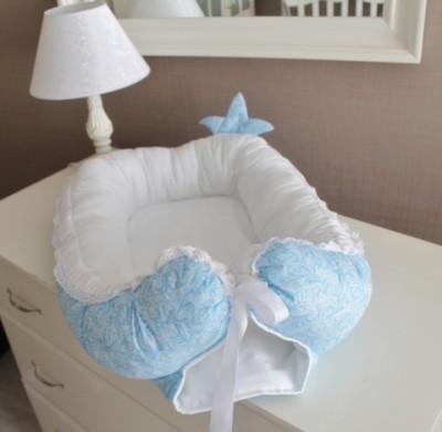 "Гнездышко кокон babynest ""Сказочные сны"" голубой с короной для младенца, размер 15х57х85см"