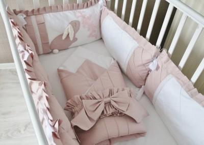 """Комплект в кроватку""""Сказка"""", 5 предметов: подушка, наволочка, простынь на резинке, одеяло , бортики-подушки."""