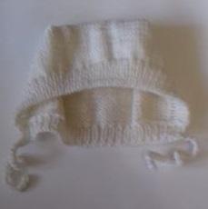 Шапочка вязаная белая с завязками, 100%  мериносовая  шерсть 46 см, 48 см, 50 см