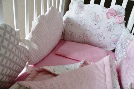 """Комплект в кроватку """"Ms.Teddy """" розовый, (5 предметов): подушка, наволочка, простынь на резинке, одеяло, бортики-подушки"""