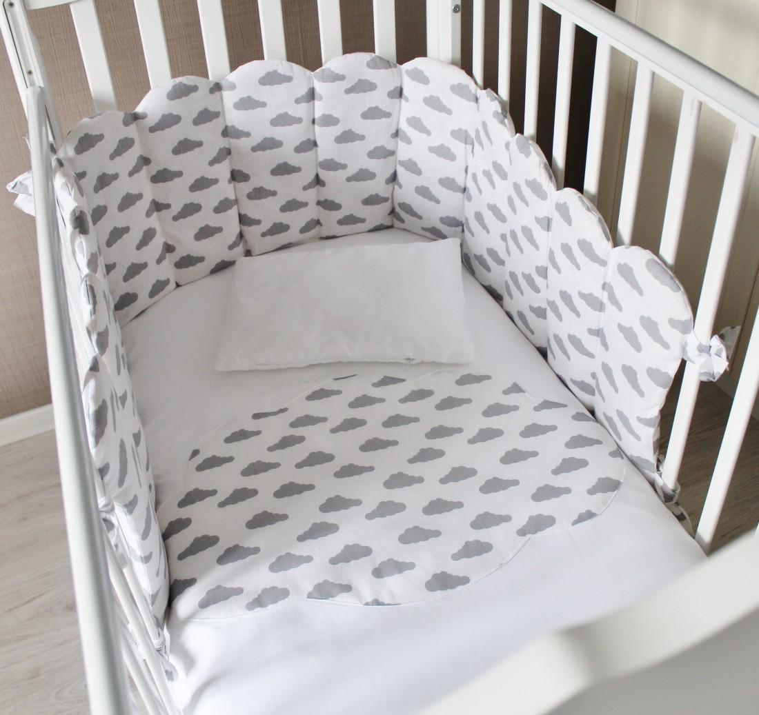 """Комплект в кроватку """"Облачный Атлас"""", (5 предметов): подушка, наволочка, простынь на резинке, одеяло , бортики."""