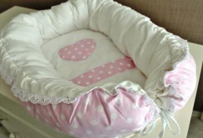Гнездышко кокон babynest розовый в горошек  для младенца, размер 15х57х85см