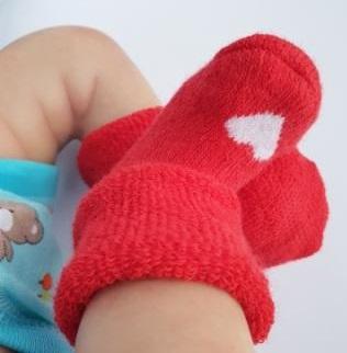 Носочки  махровые, красные с белым сердечком, р. 4-6 см