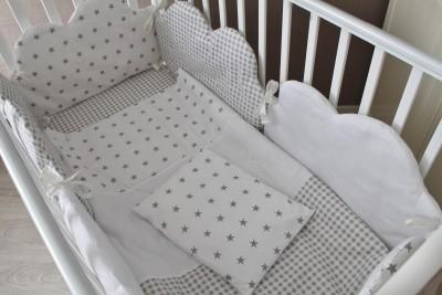 """Комплект в кроватку """"Облака"""", (5 предметов): подушка, наволочка, простынь на резинке, одеяло , бортики."""