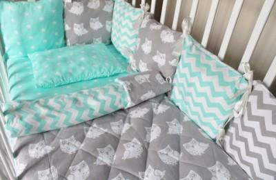 Комплект в кроватку Совы, на 4 стороны кроватки,  (5 предметов): подушка, наволочка, простынь на резинке, плед, бортики-подушки.